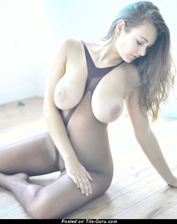 Sexy naked nice female with medium natural boobs pic