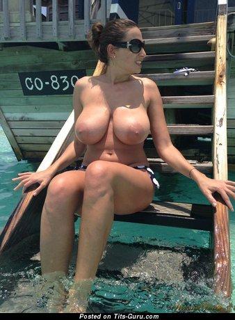 Merilyn Sakova - sexy naked brunette with big natural tittys photo
