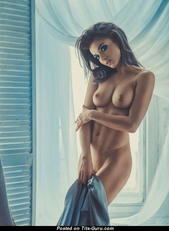 Stunning Babe with Stunning Nude Natural Med Jugs (Porn Picture)