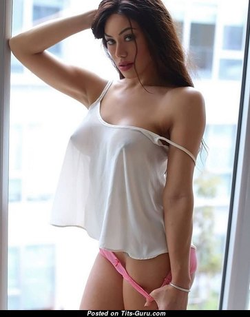 Nice Babe with Nice Bare Natural Average Titty (Hd 18+ Image)