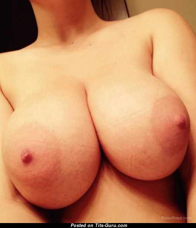 Big Bust - Sexy Miss with Sexy Nude Real Tittes & Enormous Nipples (Selfie 18+ Photo)