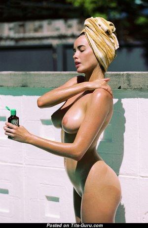 Sarah Stephens - Good-Looking Wet Nude Australian Brunette in the Pool (Porn Pix)