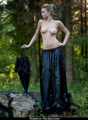 Image. Naked hot woman with natural tits image