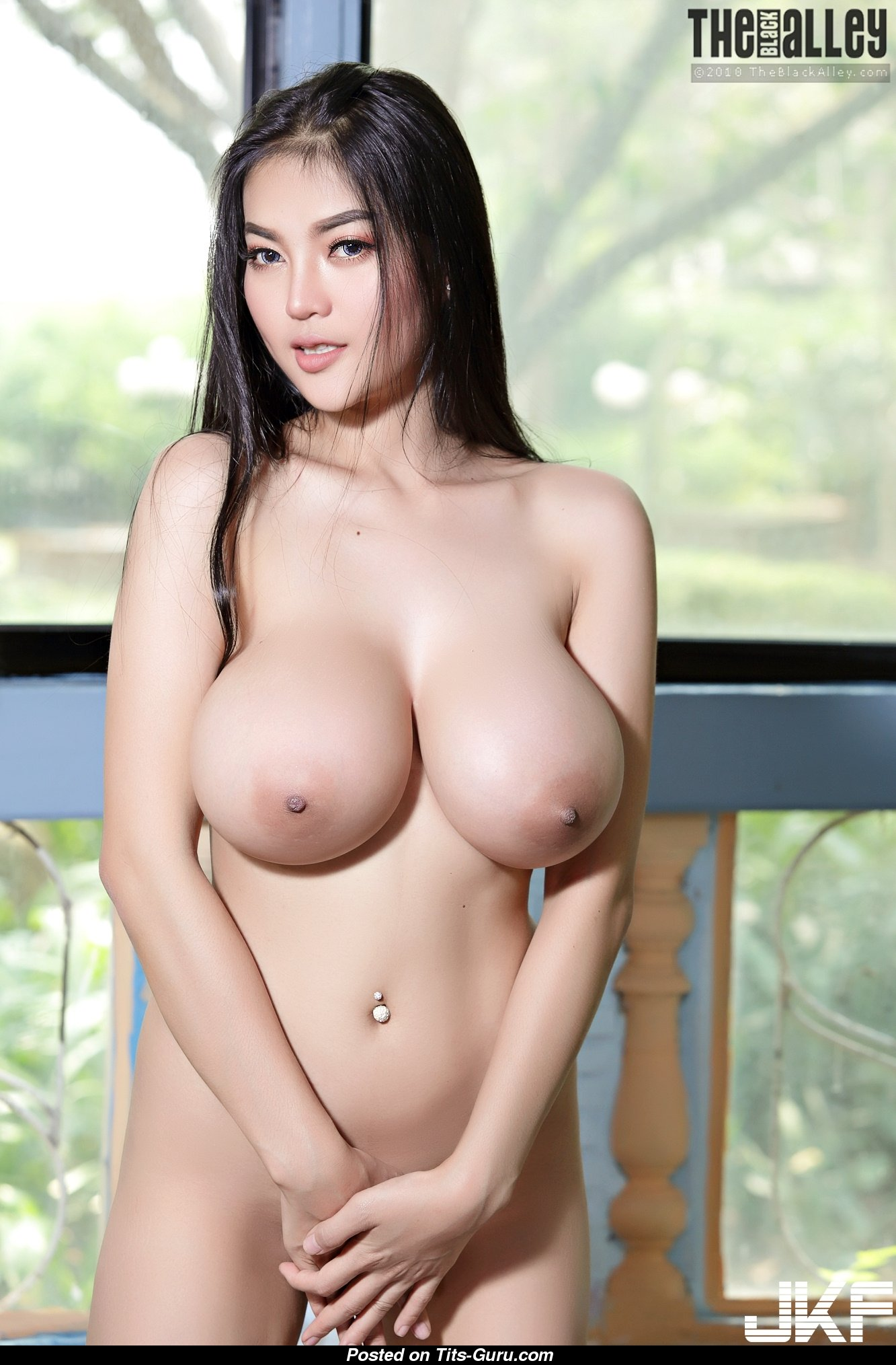 pale and curvy naked girl