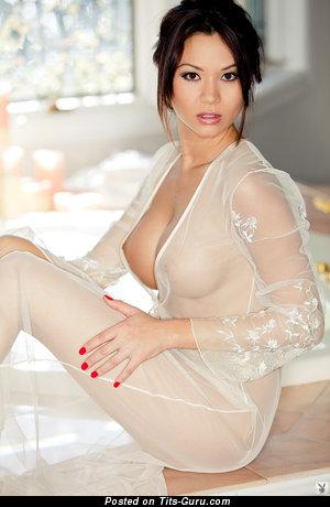 Изображение. Jennie Reid - картинка сексуальной обнажённой брюнетки с большой натуральной грудью