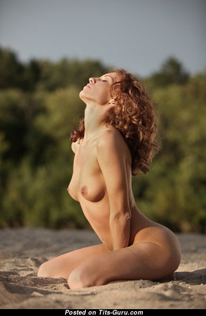 Hot Glamour Babe with Hot Bare Natural Breasts & Enormous Nipples (Sexual Pix)