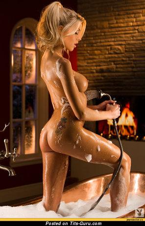 Image. Naked amazing lady with medium fake tittys pic