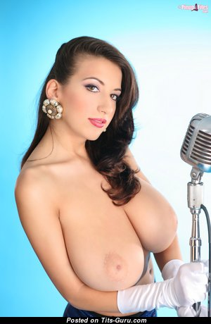 Grand Topless Babe with Grand Open Natural Full Titties (Hd Xxx Wallpaper)