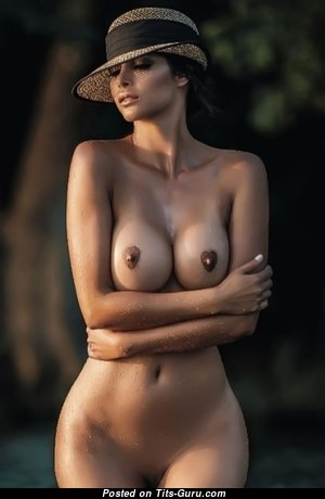Sexy Babe with Sexy Open Regular Melons (18+ Image)