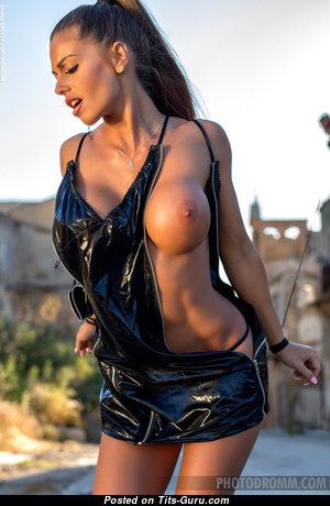 Good-Looking Topless Girl (Sexual Pic) #topless #boobs #tits #nude #erotic #сиськи #голая #эротика #titsguru