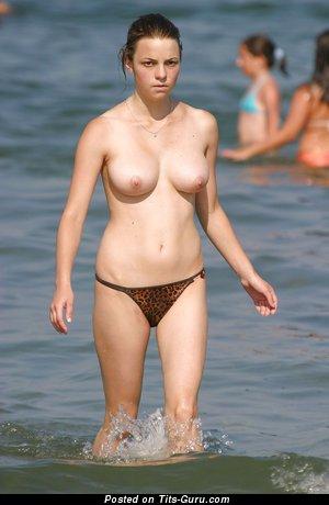 Изображение. сиськи фото: средние сиськи, sunbath, beach, hd, sea