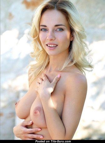 Adorable Babe with Adorable Naked Natural Medium Boobys (Sexual Picture)