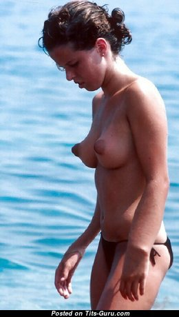 Delightful Topless Girl with Delightful Bald Real Hooters & Pointy Nipples on the Beach (Private Sex Foto)