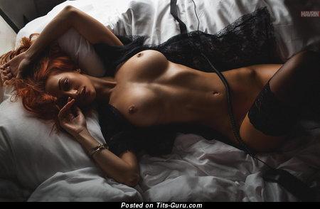 Мэри Шум: рыжая с супер голым выдающимся бюстом в чулках (hd 18+ изображение)