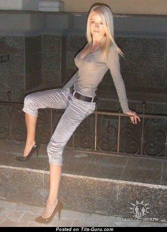 Изображение. Фото сексуальной обнажённой тёлки с средними сиськами