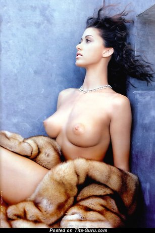 Image. Shannon Elizabeth - sexy topless brunette with medium natural breast and big nipples vintage