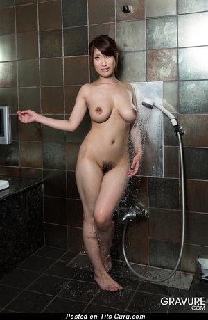 Изображение. Yume Mitsuki - фото шикарной раздетой брюнетки азиатки с натуральными сиськами