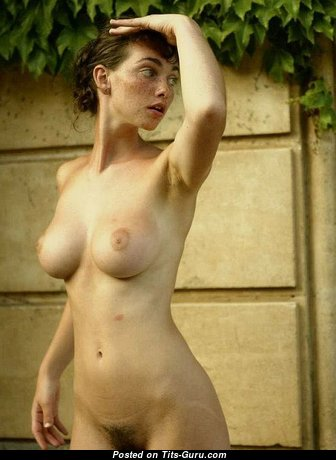 Yummy Babe with Yummy Defenseless Normal Titty (Sex Photo)