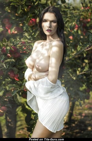 Nice Nude Babe with Pointy Nipples (Xxx Wallpaper)