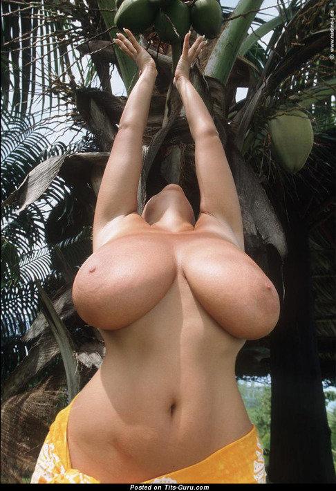 огромные груди в пустыне порно