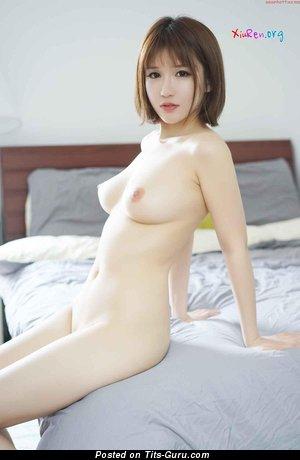 Изображение. Jiao Meng - изображение красивой голой азиатки с среднего размера натуральными дойками