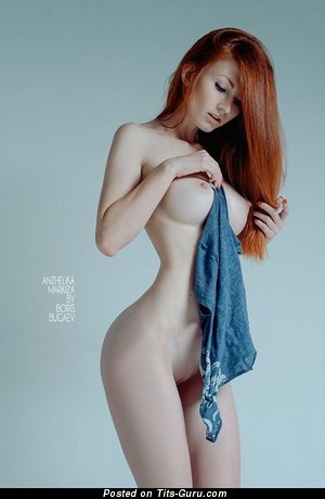 Amazing Topless Red Hair Babe with Amazing Exposed Medium Tit & Big Nipples (Sex Pic)