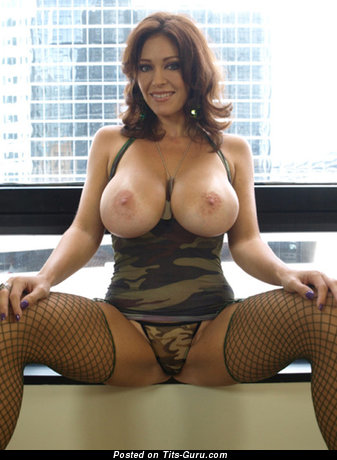 Appealing Babe with Appealing Bald Round Fake Ddd Size Titty (Porn Pix)
