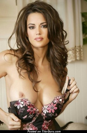 Charming Brunette Babe with Pleasing Nude Average Busts (Sex Foto)