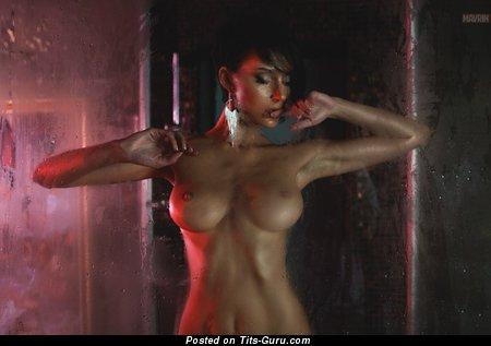 Изображение. Фотография офигенной обнажённой женщины с большими силиконовыми сиськами