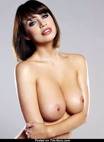 Amazing Babe with Amazing Bald Real C Size Boob (Sexual Picture)