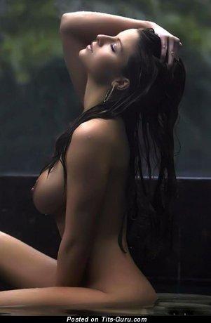 Изображение. Ashley Kimel - фотка шикарной обнажённой брюнетки с средними дойками