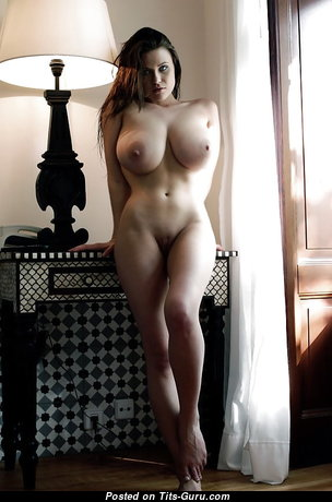 Gorgeous Babe with Gorgeous Defenseless Natural Boobs & Sexy Legs (Sex Pix)