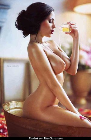 Elegant Babe with Elegant Naked Med Titty (Sexual Pic)