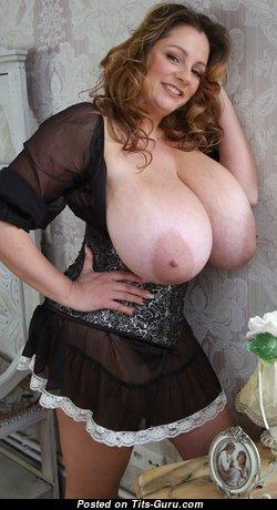 Beautiful Nude Brunette is Undressing (Hd Xxx Foto)