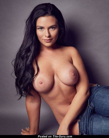 Nice Topless Brunette with Nice Bald Natural Firm Boobs (18+ Foto)