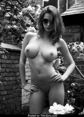 Dazzling Moll with Dazzling Exposed Full Boobie (Xxx Photoshoot)