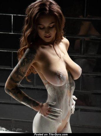 Fascinating Topless & Painted Brunette Babe (Porn Foto)