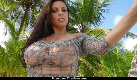 Изображение. Ewa Sonnet - фотография невероятной голой брюнетки с гигантскими натуральными сиськами