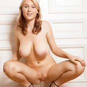 Paolina - awesome woman with big natural boob pic