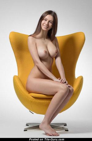 Fine Babe with Fine Open Natural Medium Tit (Xxx Foto)