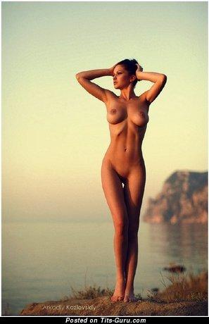 Изображение. Фото восхитительной голой рыжей с большими дойками
