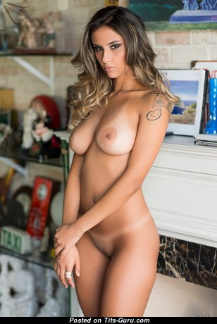 Laurie F - Sweet Brunette Babe with Sweet Naked Natural Normal Tittys (Hd 18+ Picture)