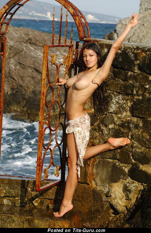 Image. Meris - nude brunette with big natural tittes photo