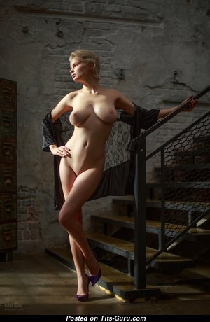 Pleasing Babe with Pleasing Nude Real Medium Sized Boobys (Hd Sex Foto)