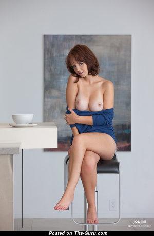 Hayden Winters - фотка красивой голой девушки с средними натуральными сисечками