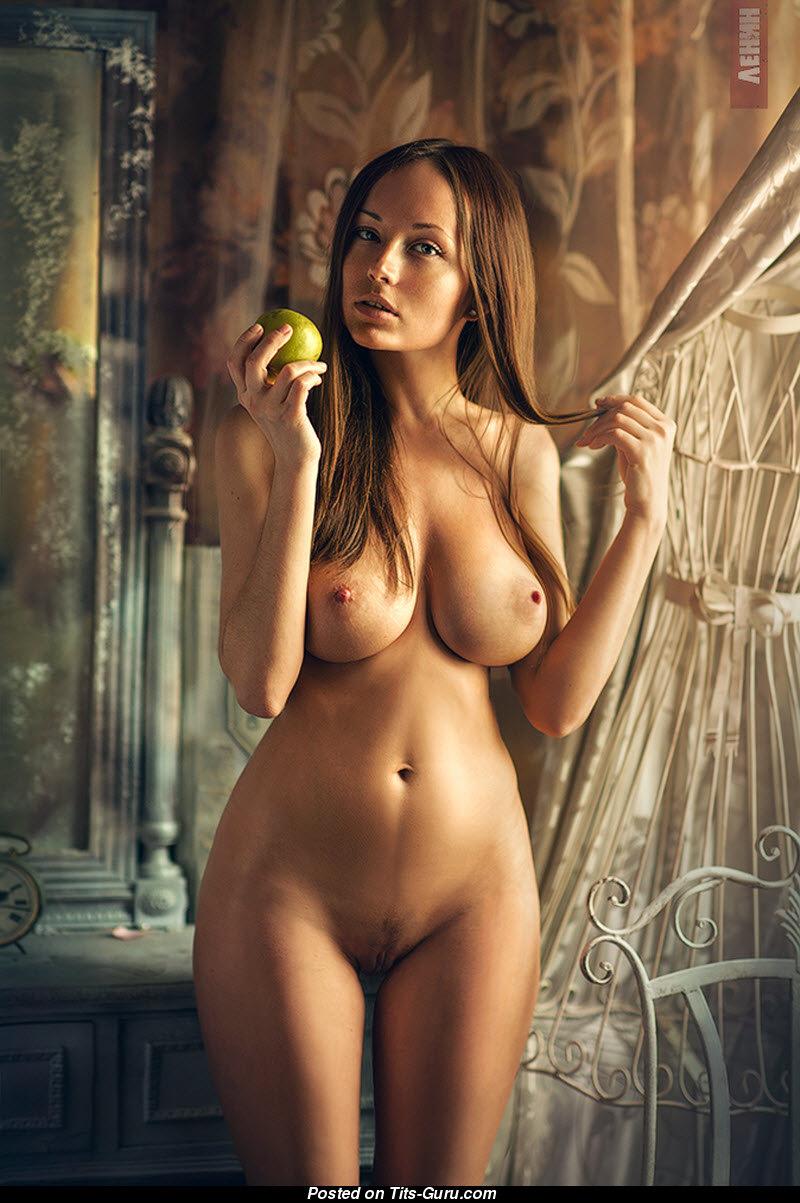 Обнаженные и голые девушки