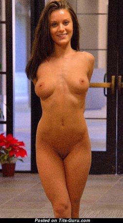 Splendid Nude Babe (Hd Porn Pic)