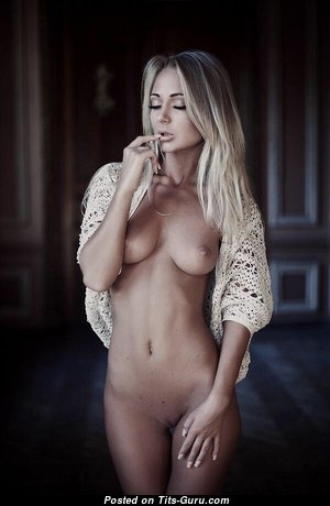 Lovely Undressed Blonde (Porn Photo)