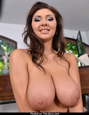 Nessi - Marvelous Brunette with Marvelous Open D Size Boobs (Hd 18+ Picture)