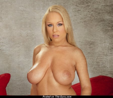 Akissa: naked blonde with big natural breast pic